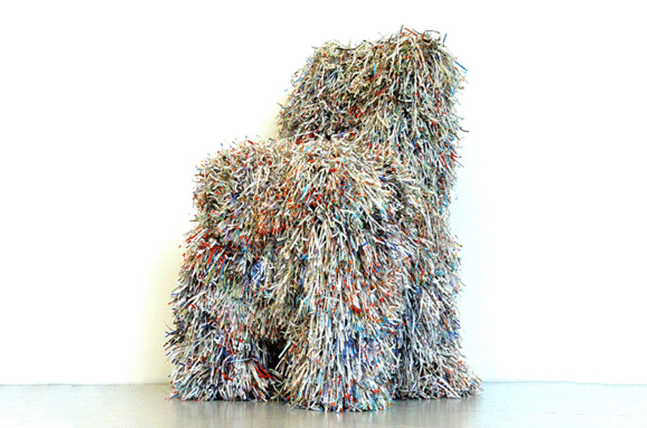 dovod-na-usmev-dizajnovy-nabytok-umenie-stolicka-z-recyklovaneho-materialu